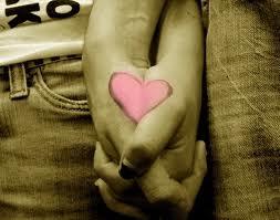 corazón manos