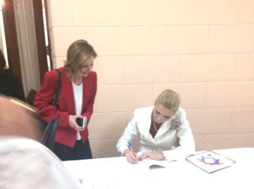 Firmando Libros Palacio Nacional 1